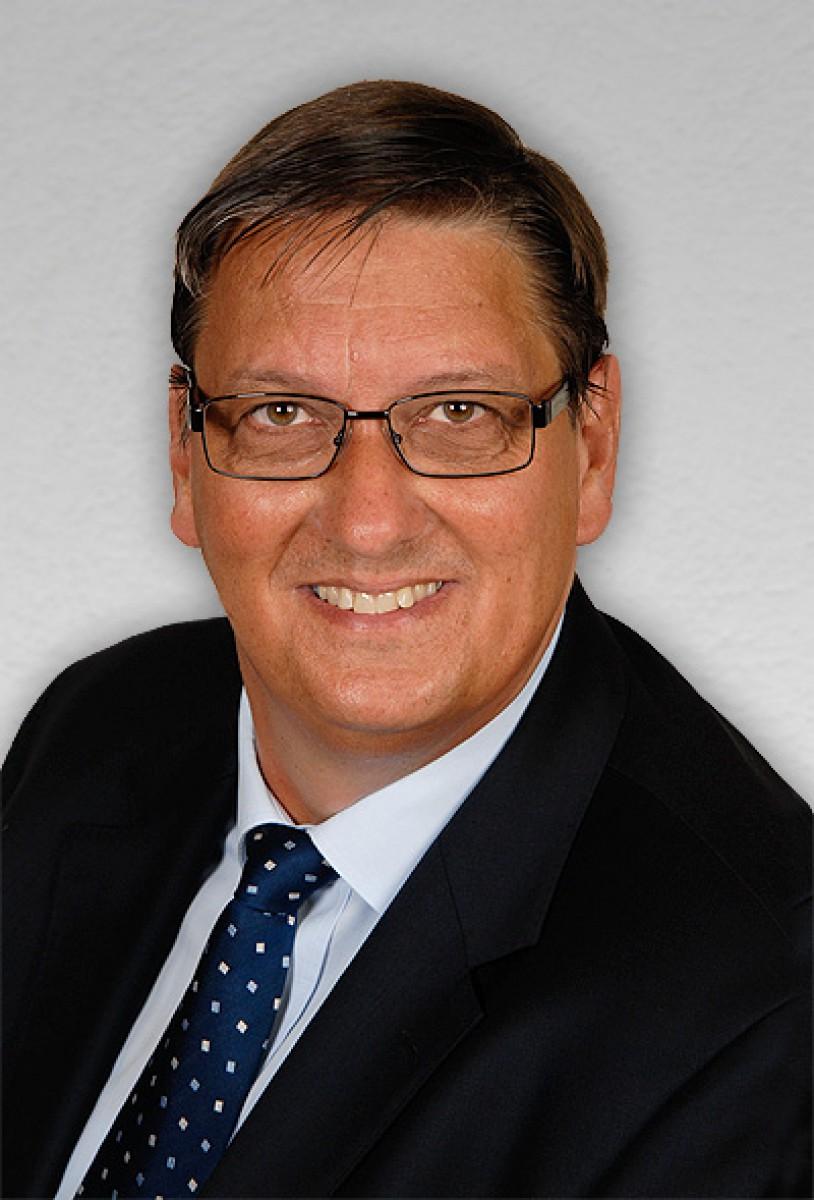 Herr <b>Dietmar Fischer</b> vertritt als Geschäftsführer die Belange der ISF GmbH. - M-1418203727-dietmar-fischer-ret-72dpi